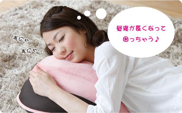 背筋がGUUUN! 美姿勢座椅に横たわって寝ている女性の画像 昼寝が長くなって困っちゃう