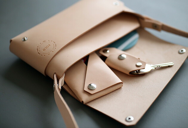 Fold Clutch デンマークのデザイン性と機能美を追及した、美しいレザーアイテム