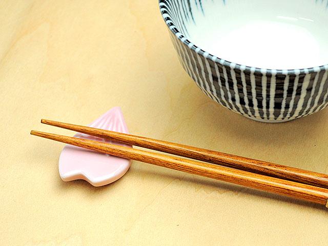 ピンク花びら箸置き
