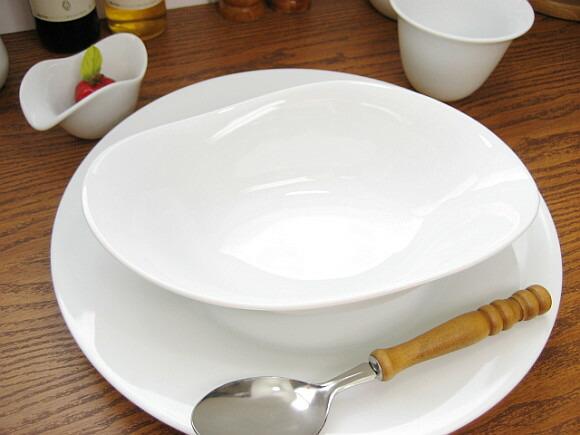 白い食器シーニュ
