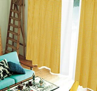 黄色のカーテンの使用イメージ