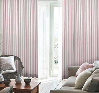 ピンク色のカーテンの使用イメージ