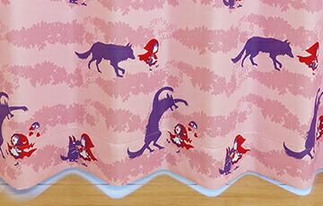 ちょっぴりキュートな遮光カーテン「Girl&Wolf」