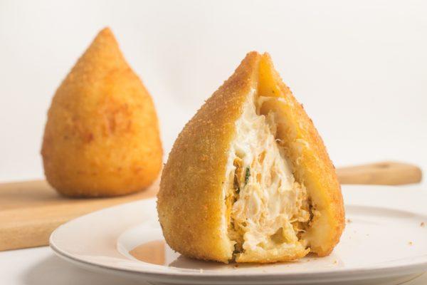 ブラジル風コロッケ コシーニ デ フランゴ(鶏肉)