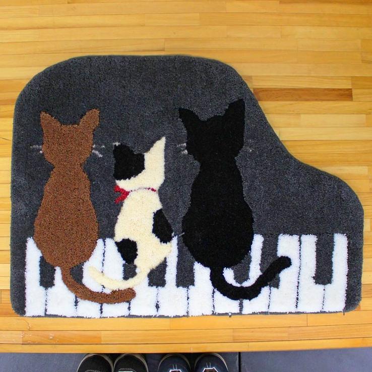 【送料無料】玄関マット スリーキャットピアノ 3匹の猫の後ろ姿がかわいい! 大きいサイズ 約78cm×107cm 猫