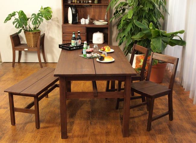 食卓をおしゃれでナチュラルな自然素材家具空間に