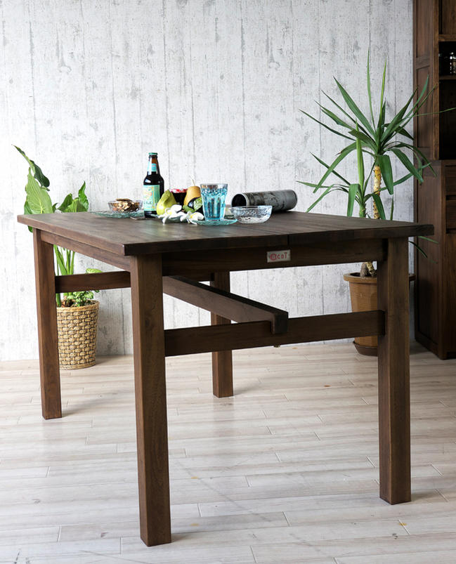 インドネシア、バリ島の伝統的な建築様式をデザインに取り入れたエスニックなアジアンスタイルダイニングテーブル
