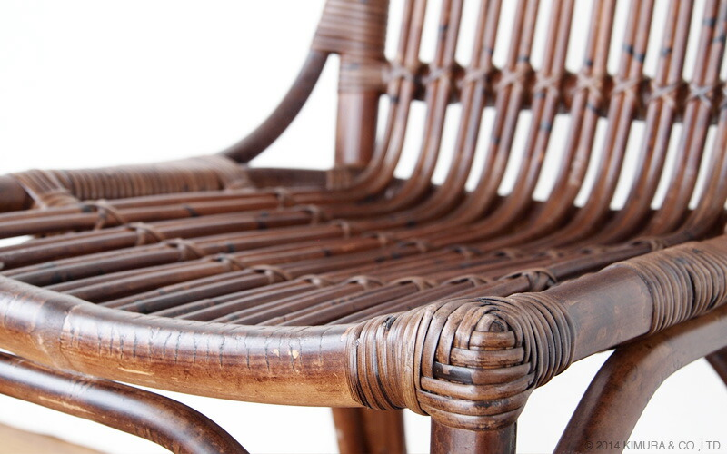 使い始めからアンティークでヴィンテージな趣のある味わい深いおしゃれな椅子です。
