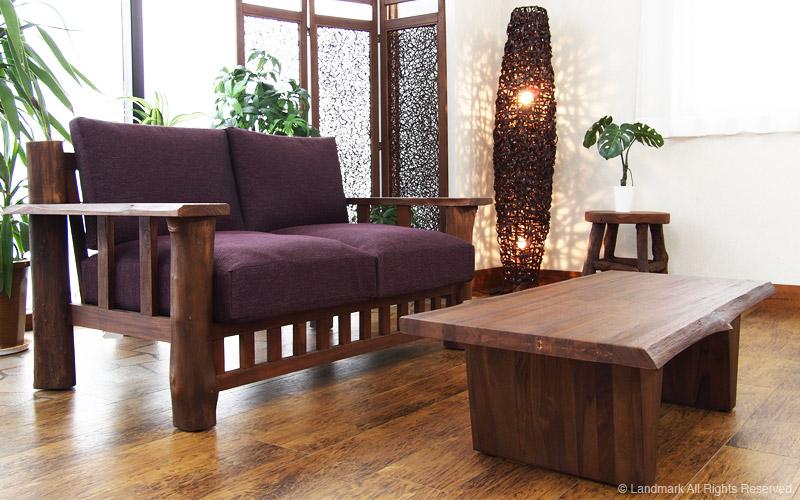 チークの木の形をそのまま活かして作られたローテーブルです。
