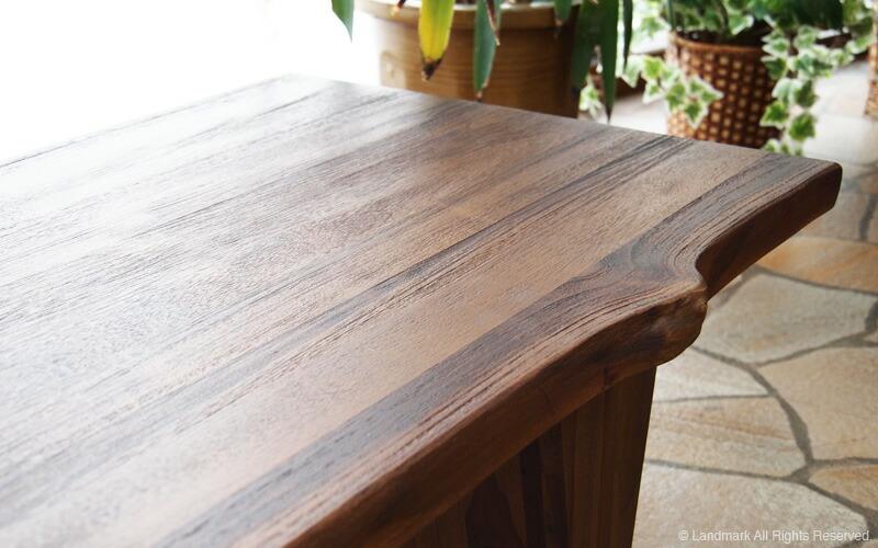使うほど味わい深くアンティークでヴィンテージなインテリアに変化する無垢木製インテリアです。