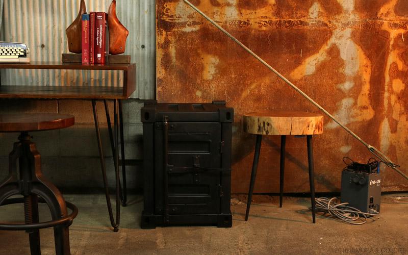 収納ボックスに使用しているアイアンは、少し錆びかかっている様な雰囲気あるアンティーク調の塗装で仕上げています。