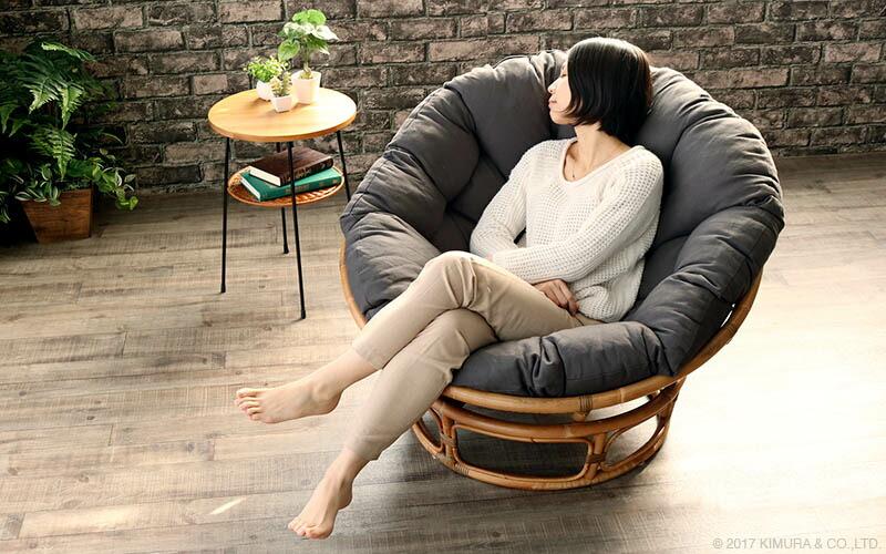 使い方次第でデイベッドとしても使える、ラタン家具定番のリラックスチェア