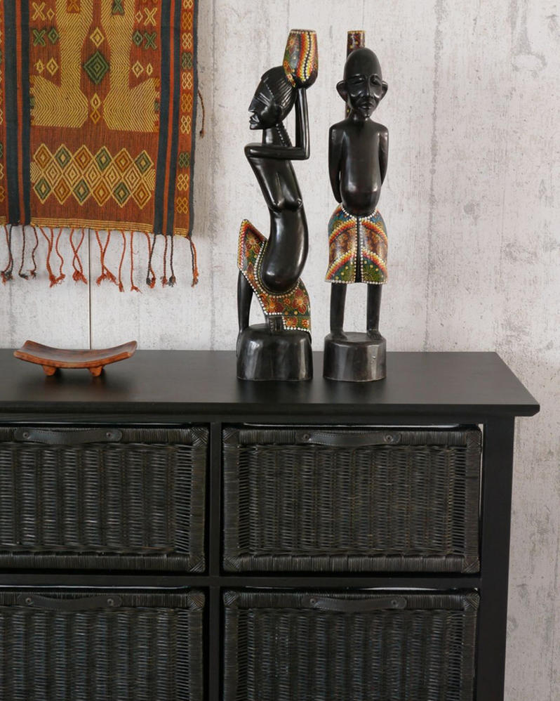天然木のフレームに籐(ラタン)の編み込みが美しい収納チェスト