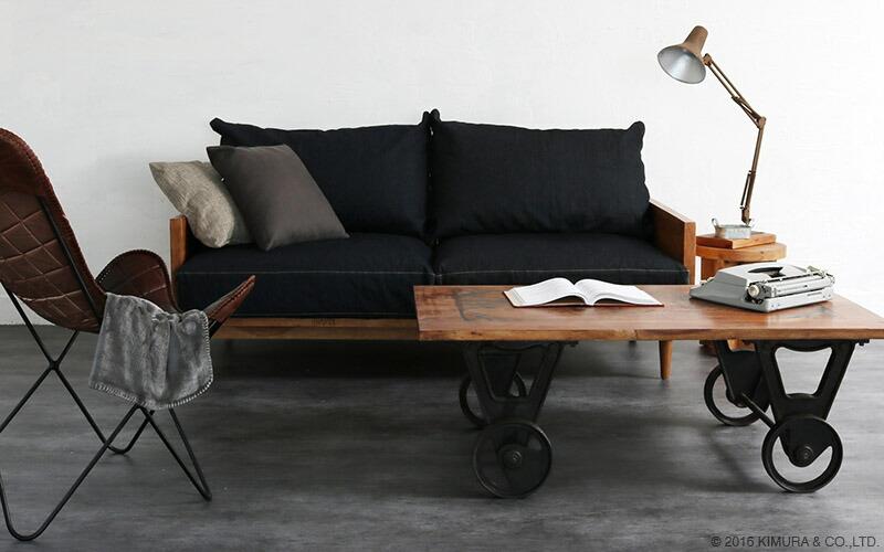 インダストリアルスタイル家具KLUB14シリーズと合わせて無骨でクールな雰囲気を高めます。アンティーク調、クラシック、カフェ部屋、モダン、ミッドセンチュリー、クラシックテイストなお部屋づくりにもオススメなセンターローテーブルです。
