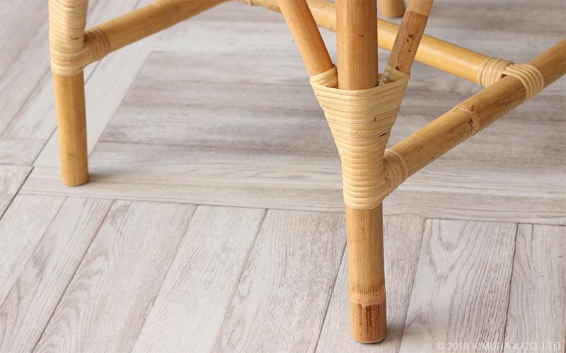 材料の質感を残して仕上げたナチュラルでアンティークな雰囲気と落ち着いた色合いお部屋になじみ易いデザイン