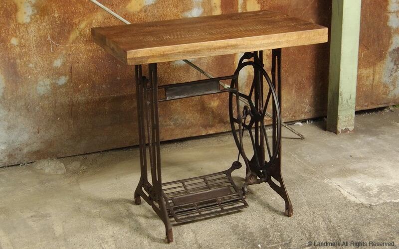 天然木とスチールで作られたインダストリアルデスク。ミシン台からインスパイアされたデザイン。お部屋の雰囲気をインダストリアルでミッドセンチュリーな趣に
