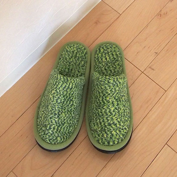 d92484320845 Grass slippers will be protagonist of the Interior (photo on the back are  transfer printed types of slippers). Funny white lawn toilet so