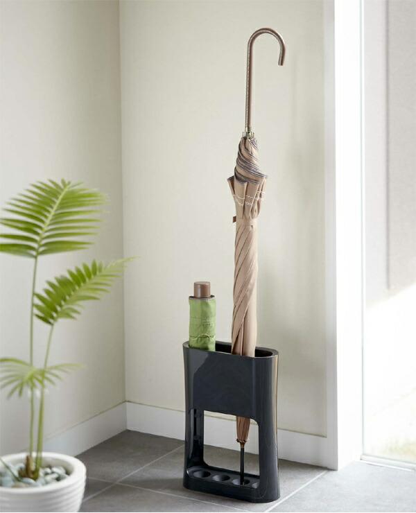 マンションの狭い玄関に使える、収納力や利便性がアップする便利でおしゃれなグッズが知りたいです。