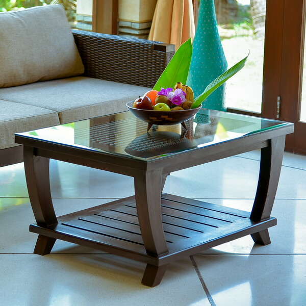 ユニークなデザインで<br>思わず見とれるローテーブル