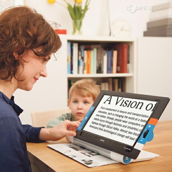 持ち運べる卓上型拡大読書器「トラベラー HD」