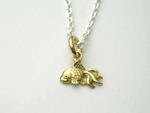 18金製の金魚(小)ペンダントトップ(短剣)