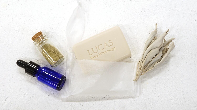 オーガニック認定を取得したエクストラ・ホワイトセージの粉末、精油を贅沢に使用