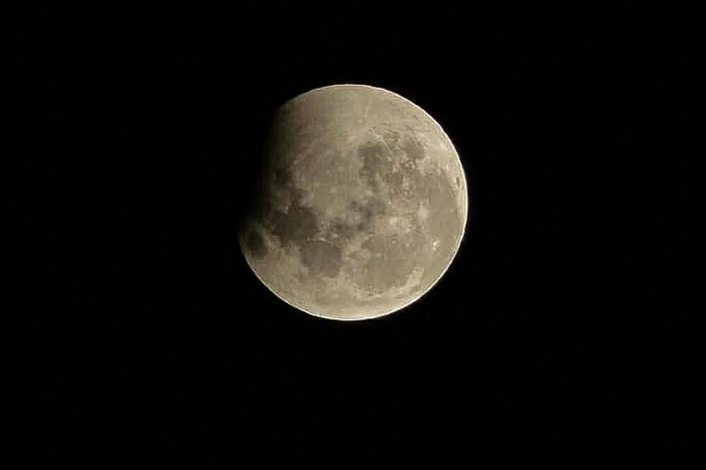 LUCAS 月の満ち欠けとは