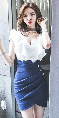 Queenサイズ☆フリルデザインホワイト×ブルーワンピース