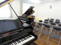 ヤマハグランドピアノ 常時2台設置 当社新館3階サロンにて弾けれます。