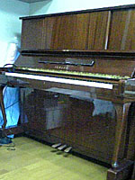ヤマハピアノ W106