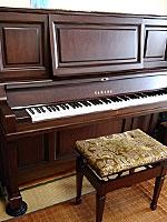 ヤマハピアノ W201BW