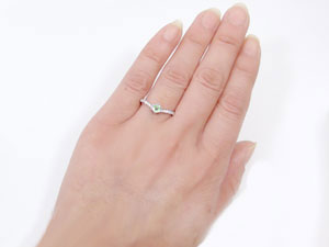 【送料無料】指輪,K18WG,ペリドット,ピンキーリング