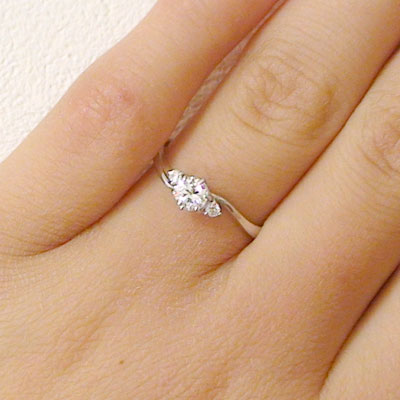 Graduated Side Stone Diamond Engagement Ring in 14k White