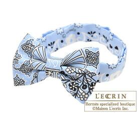 Hermes Noeud Papillon Fleurs et papillons de tissu Blue Oxford Noir Blanc  Silk ... 5cac2c43a19