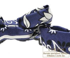 Hermes Noeud Papillon Fleurs et papillons de tissu Marine Noir Blanc Silk  ... 73b4b4020b4
