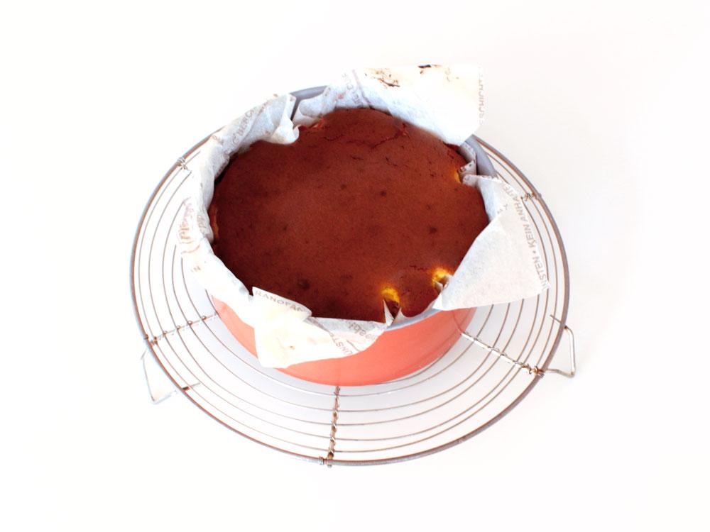 ハロウィン仕立てのバスク風チーズケーキ