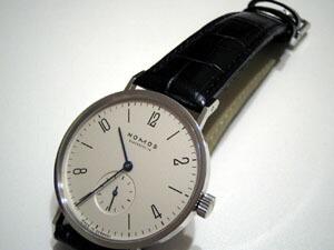 時計ベルトをモレラートのルイジアナに交換したNOMOS Tangente