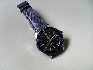 時計ベルトをモレラートのビオリノに交換したタグホイヤーアクアレーサー