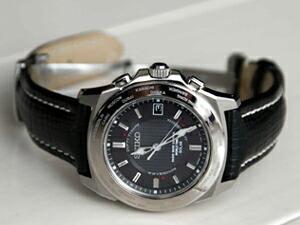 時計ベルトをモレラートのティポ・ブライトリング・クオイオに交換したセイコーブライツワールドタイムソーラー