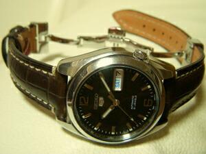 時計ベルトをモレラートのルノアールに交換したSEIKO5 SNK391K1