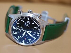 時計ベルトをモレラートのグラフィックに交換したIWC パイロットウォッチクロノ