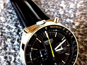 時計ベルトをモレラートのケイマンに交換したSEIKO黒馬