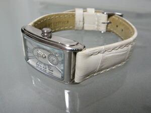 時計ベルトをモレラートのボーレに交換したハミルトン アードモア