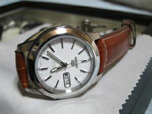 時計ベルトをモレラートのグットゥーゾに交換したSEIKO5 SNKE49J1