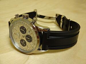 時計ベルトをモレラートのマリナーに交換したブライトリング トランスオーシャンクロノグラフ