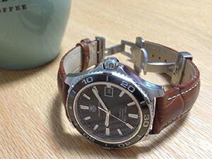 時計ベルトをモレラートのプラスに交換したタグホイヤーアクアレーサーキャリバー5