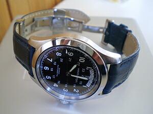 時計ベルトをモレラートのボーレに交換したハミルトン・カーキキング