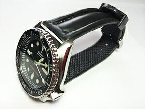 時計ベルトをモレラートのケイマンに交換したセイコーダイバー