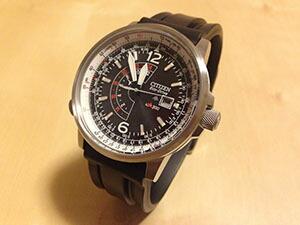 時計ベルトをモレラートのMARINER(マリナー)に交換したシチズン ナイトホーク