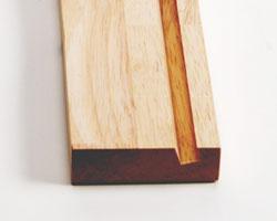 ラバーウッドの無垢材を加工したシンプルなプロダクト。